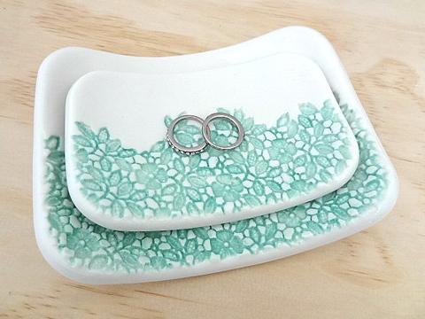 Signature vintage lace-imprinted nesting bowls